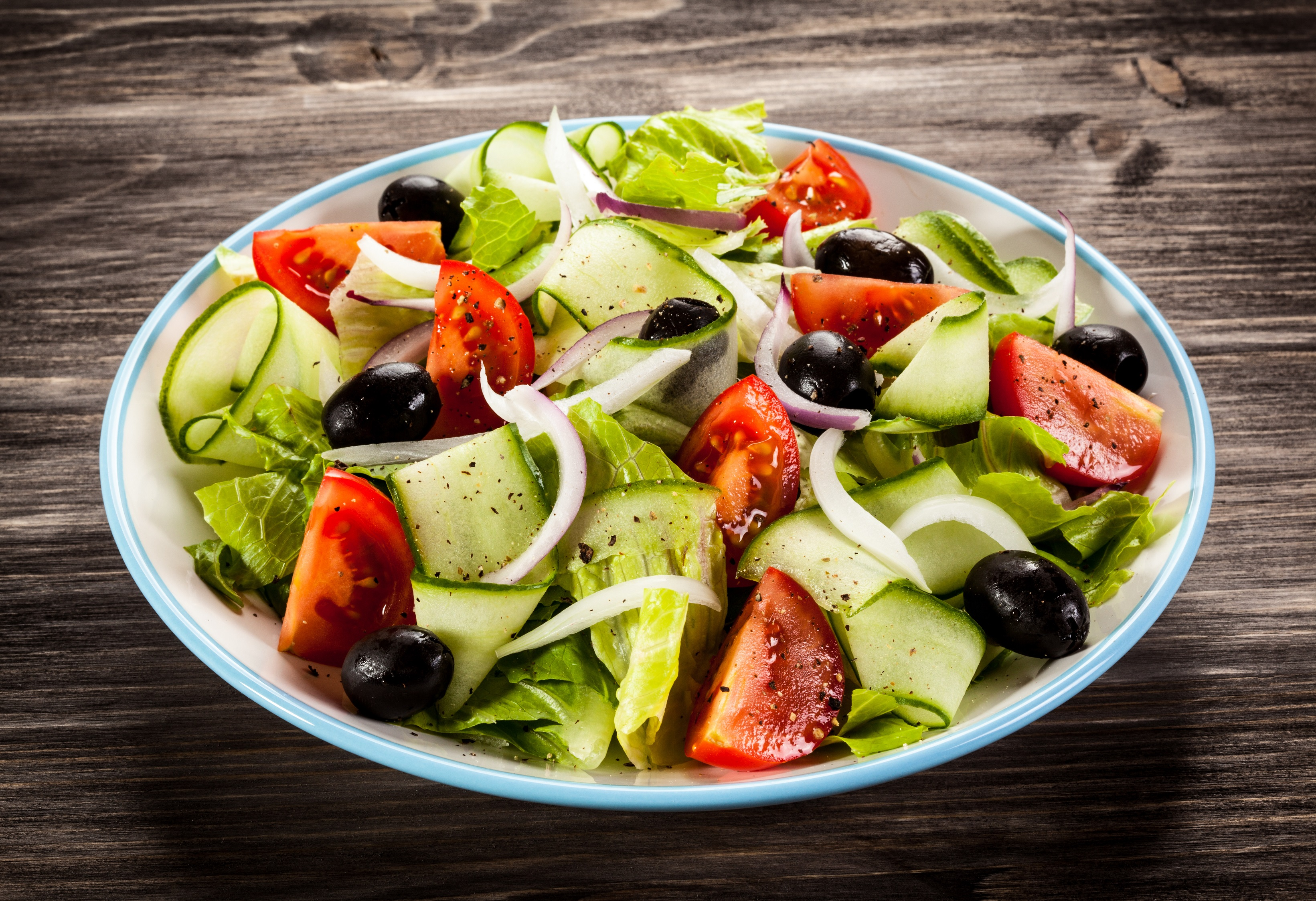 A modern tradition greek salad for Salas lunchs