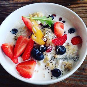 Healthy Vegan and Gluten Free Quinoa Chia Oatmeal Breakfast Bowl